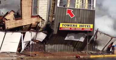 Mačka preživela požar i rušenje hotela (VIDEO)